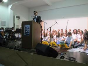 Ο Δήμαρχος Ζηρού κ. Νικόλαος Καλαντζής ενώ απευθύνει χαιρετισμό