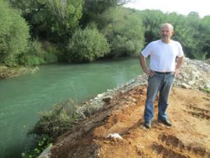 Ο δημοτικός σύμβουλος Δήμου Ζηρού κ. Γιολδάσης Απόστολος ενώ παρακολουθεί το αποτέλεσμα των εργασιών.