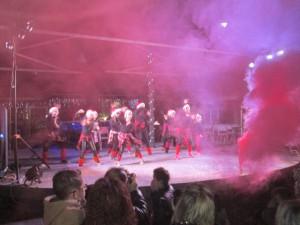 """Οι λιλιπούτειοι χορευτές του συλλόγου """"Χορότεχνον"""""""